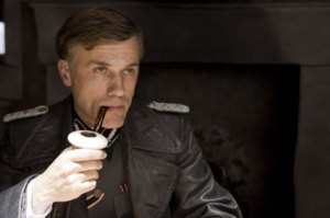 Hans_Landa_with_pipe